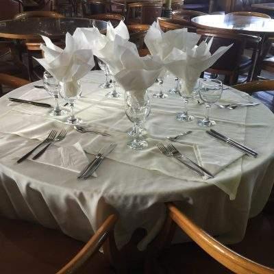 Το τραπέζι στρωμένο...
