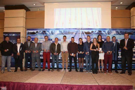 Η Εθνική ομάδα της Τεχνικής Κολύμβησης των πολλών διακρίσεων σε Παγκόσμιο Πρωτάθλημα και Παράκτιους Αγώνες που βραβεύτηκε από τον Ισίδωρο Κούβελο. Δικαρίνεται ο αθλητής μας Λουκάς Καρετζόπουλος