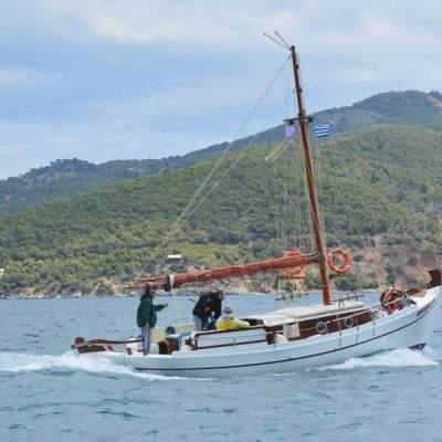 Ο διάπλους των παραδοσιακών σκαφών από το λιμάνι προς το Μεγάλο Νεώριο