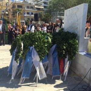 """Κατάθεση στεφάνων στο μνημείο """"Πεσόντων Ηρώων"""""""